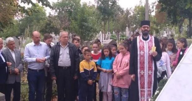"""Patronul spiritual al Școlii """"Manolache Costache Epureanu"""" din Bârlad a fost omagiat de elevi și profesori"""